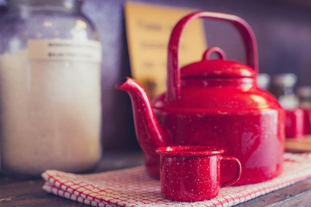 three line tales week thirteen, red kettle