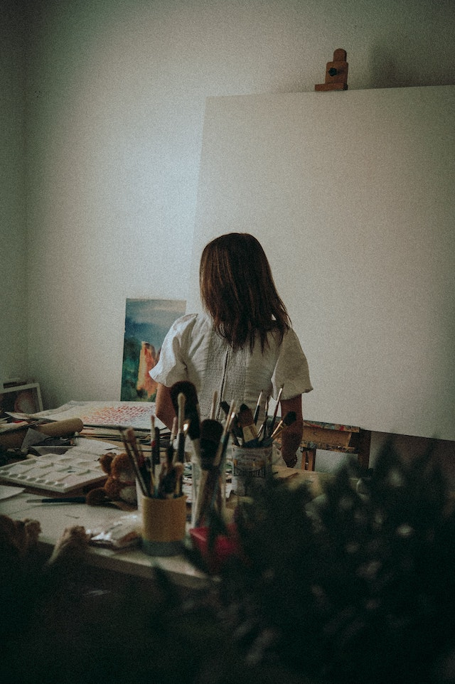 three line tales, week 255: a girl in front of an empty canvas getting ready to paint