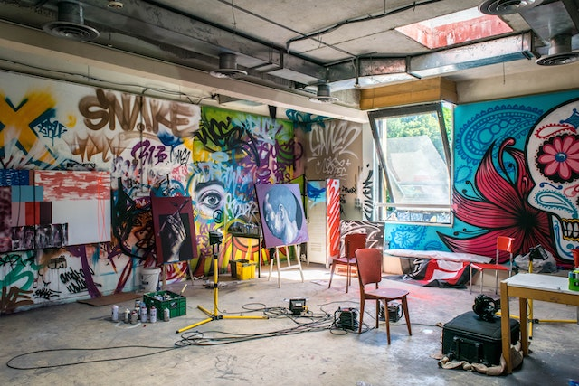 three line tales, week 264: a graffiti artist's studio